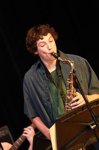 Saxophonist-02.jpg